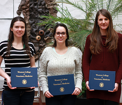 Winners of the clinical sciences category. From left: Haley Scott, Aline Freitas and Dr. Stephanie Osinchuk. Photo by Amanda Clarke.
